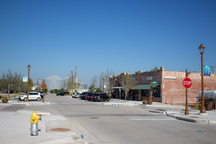 Downtown Prosper, Broadway street, The gin